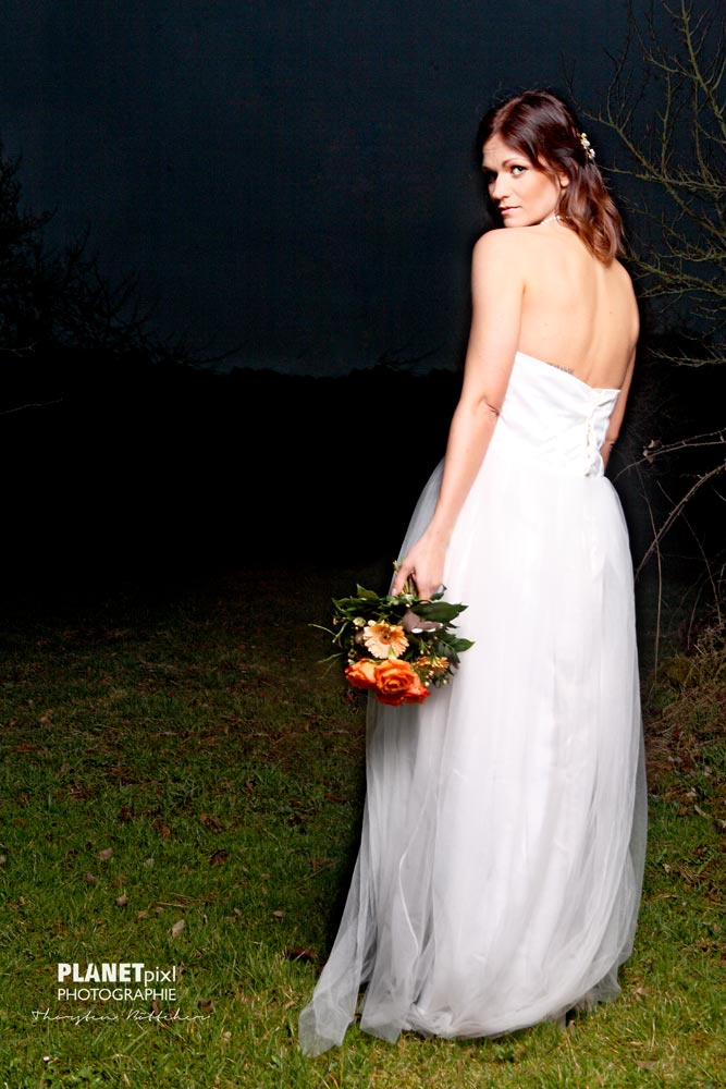 Braut mit Hochzeitsstrauß