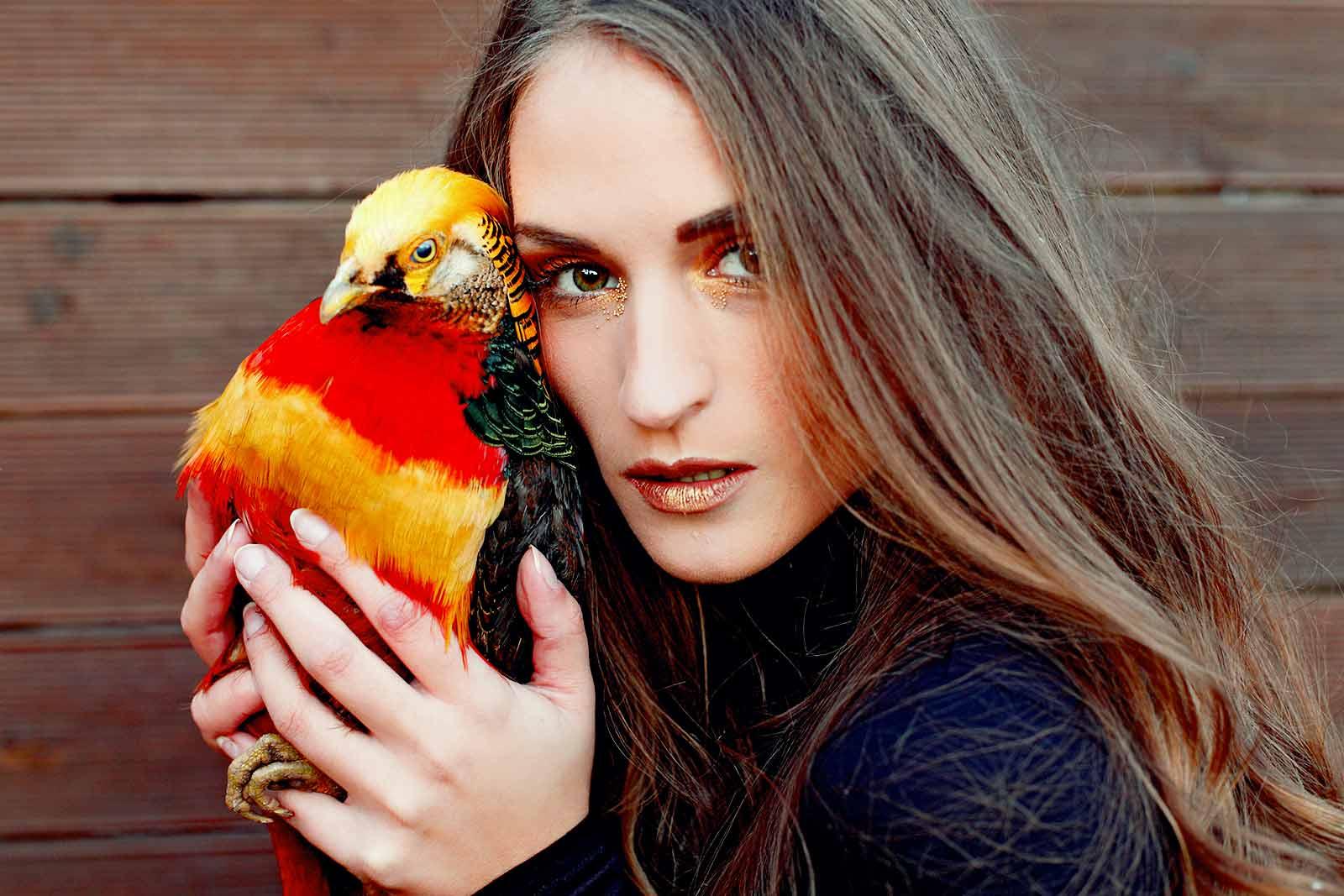 Model mit Vogel von Planetpixl - Fotograf aus Bamberg
