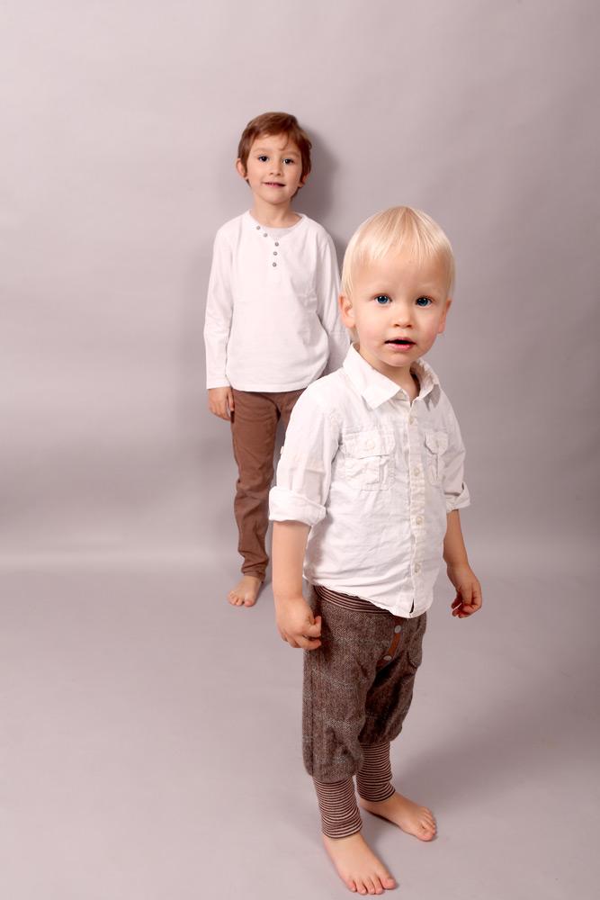 Geschwister im Kindesalter im Partnerlook