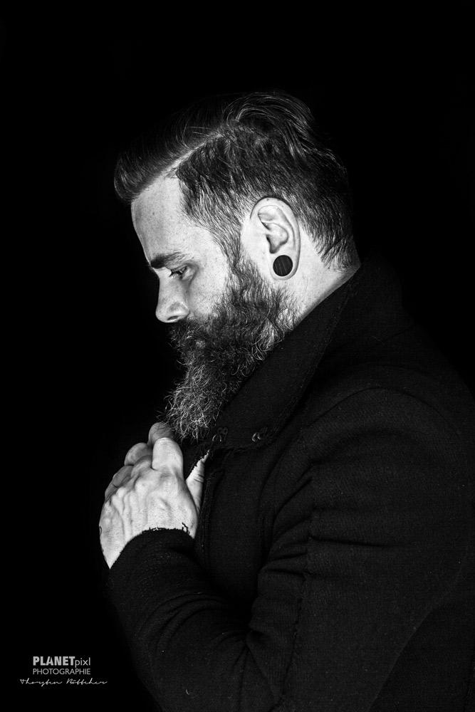 Portrait Mann mit Bart aus der Seitenansicht-Profil