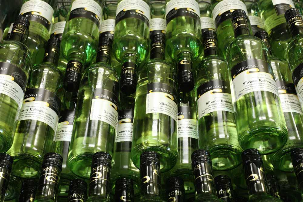 Weinflaschen geschlichtet