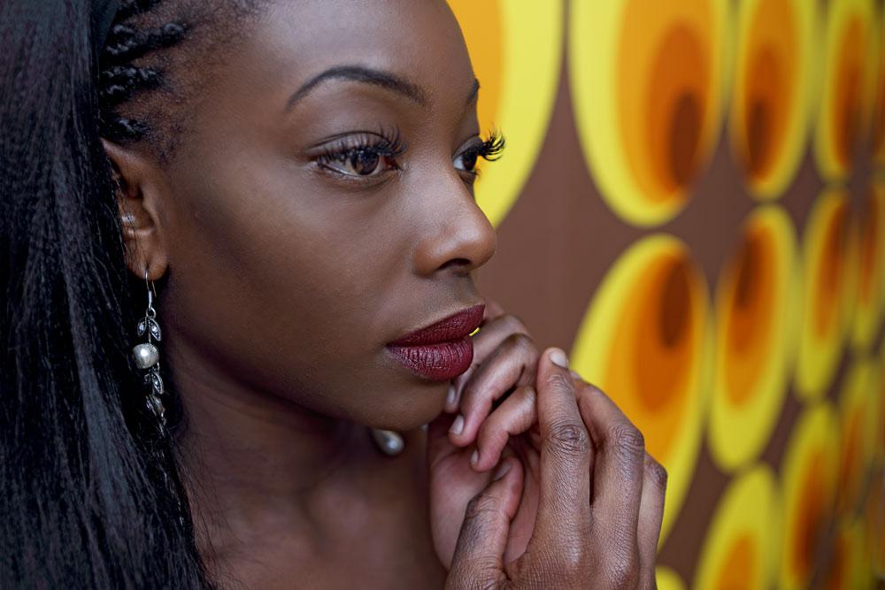 Portrait Frau mit dunkler Hautfarbe