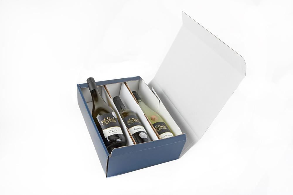 Weinflaschen in einem Karton